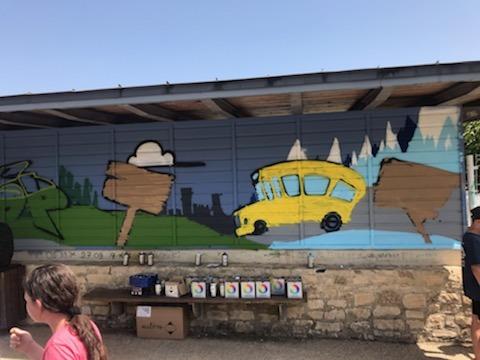 Fresque des enfants sous l'abribus