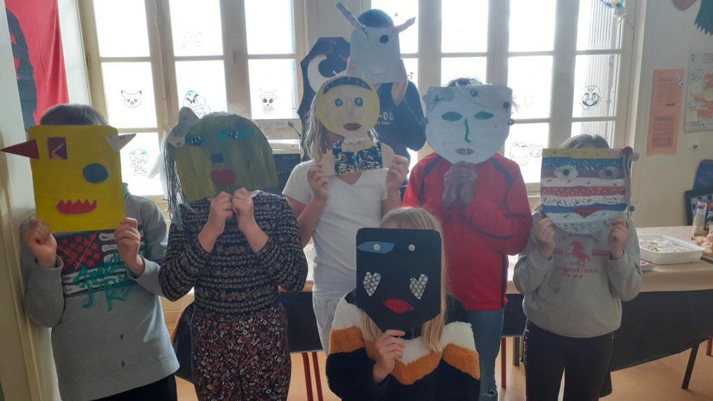 Atelier artistique enfants masques